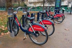 Гайд-парк, Лондон, Великобритания - 10-ое декабря 2016: Строка Сантандера стоковая фотография rf