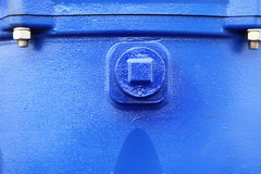 Гайка болтов винтов на машинном оборудовании голубой детали стальной пластины промышленном Стоковая Фотография RF