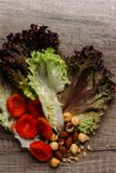 Гайки, высушенные плодоовощи и зеленые цвета стоковая фотография rf