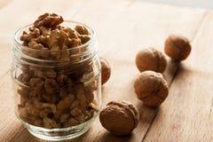 Гайки грецкого ореха на досках Стоковое Фото