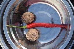 2 гайки и перца chili Стоковые Фото