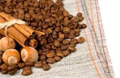 гайки кофе циннамона фасолей Стоковые Фотографии RF