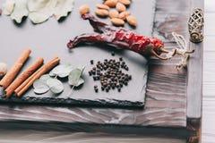 Гайки, специи и еда Стоковая Фотография RF