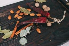 Гайки, специи и еда Стоковые Фотографии RF