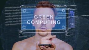 Гай взаимодействует вычислять зеленого цвета hologram HUD видеоматериал