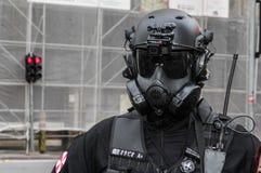 Гай в костюме полисмена в прогулке Сан-Паулу зомби Стоковые Фотографии RF