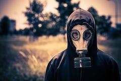 Гай в маске противогаза Стоковая Фотография