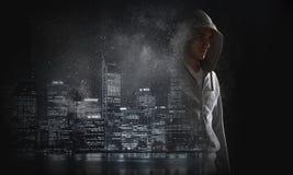 Гай в hoody Мультимедиа Стоковое Фото