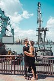 Гай и девушка в доках стоковые изображения rf