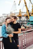 Гай и девушка на пристани стоковые изображения rf