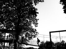 Гай на мосте смертной казни через повешение стоковые фотографии rf