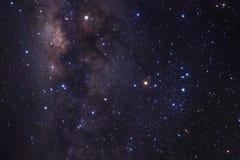 Галактика млечного пути с звездами и космос пылятся в вселенной стоковое изображение rf