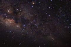 Галактика млечного пути с звездами и космос пылятся в вселенной стоковые изображения rf