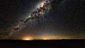 Галактика млечного пути с звездами и космос пылятся в вселенной стоковое фото
