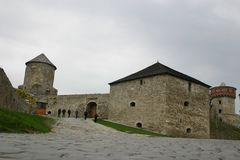 Галерея верхней стены защитительная замка Kamieniec-Podolki Украина апрель 2005 стоковая фотография