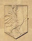 Галловый петух heraldic, symbl французской нации, выбитое в камне стоковая фотография rf