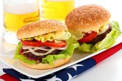 Гамбургеры и пиво Стоковое Изображение RF