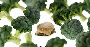 Гамбургеры фаст-фуда против здоровых овощей стоковое изображение