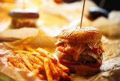 Гамбургер в ресторане фаст-фуда Стоковые Изображения RF