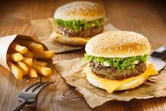 Гамбургер и фраи Стоковая Фотография