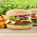 Гамбургер и фраи Cheeseburger Стоковые Изображения RF