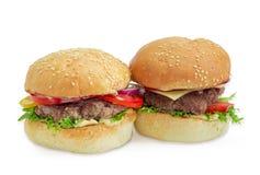 Гамбургер и cheeseburger на светлой предпосылке Стоковая Фотография RF