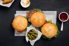 2 гамбургер и cheeseburger Стоковая Фотография RF