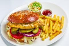 гамбургер предпосылки близкий снятый вверх по белизне Стоковая Фотография RF