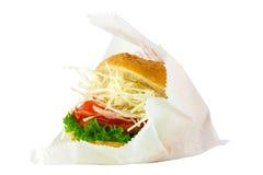 гамбургер предпосылки близкий снятый вверх по белизне Стоковая Фотография
