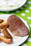 Гамбургер с картошками и салатом огурца Стоковые Изображения RF