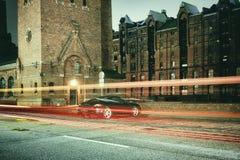 Гамбург, выдержка времени, шарик, лазер, архитектура, выдержка времени, автомобили, лазер, автомобиль спорт стоковые фото