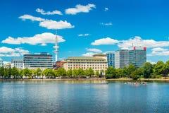 Гамбург, Германия: Взгляд озера Alster стоковые фотографии rf