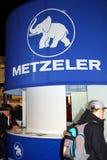 ГАМБУРГ, ГЕРМАНИЯ - 26-ОЕ ЯНВАРЯ: Стойка Metzeler 26-ого января 2013 на экспо HMT (гамбургера Motorrad Tage), Гамбурге, Германии.  Стоковые Фотографии RF