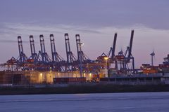 Гамбург - порт в вечере Стоковое Изображение
