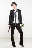Гангстер девушки держа оружие Классические костюм и шляпа Стоковые Изображения