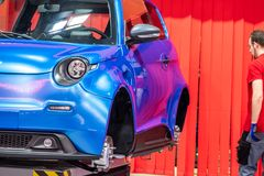 Ганновер, Германия - 2-ое апреля 2019: ЗАШЕЙТЕ Eurodrive продукция нового электрического e ИДЕТ автомобиль на стоковое фото rf