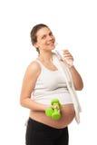 Гантели беременной девушки поднимаясь изолированные на белизне Стоковые Фото