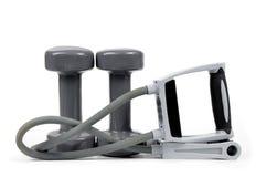 Гантели и эластичная тренировка соединяют для тренировки фитнеса Стоковая Фотография