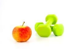 2 гантели и яблоко Стоковые Изображения RF