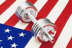 Гантели металла над США сигнализируют как символ здоровой нации - съемки студии Фильтрованное изображение: влияние обрабатываемое Стоковые Изображения RF