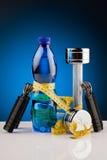 Гантели фитнеса и бутылка воды Стоковая Фотография RF