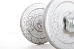 Гантель с весом 2 5kg на белой предпосылке Стоковые Изображения RF