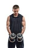 Гантель человека фитнеса Coutout поднимаясь обеими руками Тренировка силы Здоровый уклад жизни вычисляет что пригодность нескольк Стоковые Фотографии RF