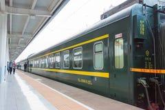 ГАНЬСУ, КИТАЙ - 8-ое апреля 2015: Железнодорожный вокзал Ланьчжоу в Ланьчжоу, Стоковые Фотографии RF