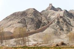 ГАНЬСУ, КИТАЙ - 14-ое апреля 2015: Свисая Великая Китайская Стена известная его Стоковые Изображения