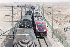 ГАНЬСУ, КИТАЙ - 13-ое апреля 2015: Locomo железных дорог HXD1D Китая электрическое Стоковые Фотографии RF
