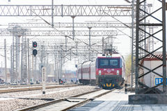 ГАНЬСУ, КИТАЙ - 12-ое апреля 2015: Locomo железных дорог HXD3D Китая электрическое Стоковое Изображение RF