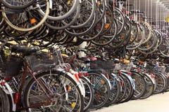 Гараж велосипеда стоковые фото