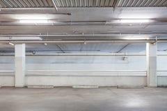 Гараж внутренний, промышленное здание, опорожняет ОН нелегально Стоковое Изображение RF
