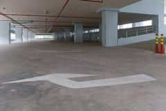 Гараж внутренний, промышленное здание, пустое равенство автомобиля космоса Стоковая Фотография RF